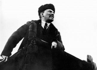 Ленин на трибуне